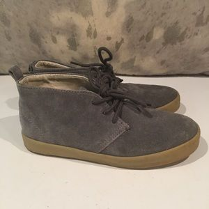 GRAY GAP ANKLE FAUX SUEDE BOOTS SIZE 2.5